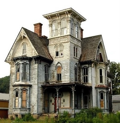 Beautiful old house deteriorated and spooky yet still for Beautiful classic houses