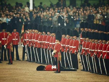 Guard faints during ceremony, other guards remain unwaiveringly British